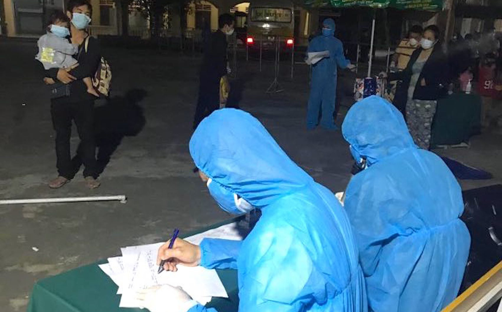 Nghệ An: Nhiều người từ Bệnh viện Bạch Mai về tự liên hệ để được hướng dẫn cách ly