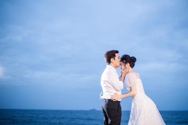 Sau 1 năm, Trường Giang - Nhã Phương cuối cùng đã tung trọn bộ ảnh đẹp trong lễ đính hôn bí mật tại bãi biển - Ảnh 3.