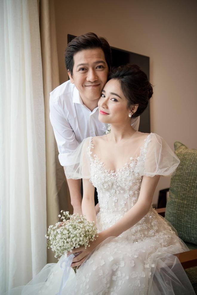 Sau 1 năm, Trường Giang - Nhã Phương cuối cùng đã tung trọn bộ ảnh đẹp trong lễ đính hôn bí mật tại bãi biển - Ảnh 6.