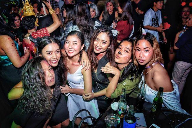 Thái Lan: Du học sinh được cha mẹ cho đi trốn dịch ở khu nghỉ dưỡng hạng sang nhưng lại tụ tập tiệc tùng với bạn bè rồi bị nhiễm Covid-19 - Ảnh 4.