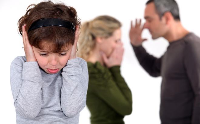 Con trai 10 tuổi cứ mùa hè đến là sợ, nghe tiếng sét là khiếp đảm, biết nguyên nhân, bố mẹ ôm nhau khóc nức nở - Ảnh 3.