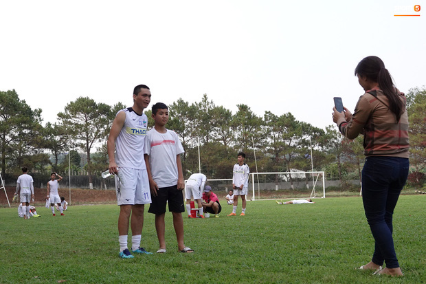 Bóng đá Việt Nam bật chế độ tự cách ly mùa dịch Covid-19, đến lãnh đạo cũng không được vào thăm cầu thủ - Ảnh 1.