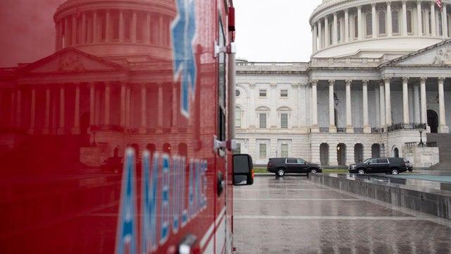 Dịch COVID-19 tấn công vào Quốc hội Mỹ: Lưỡng viện đều có nghị sĩ dương tính với SARS-Cov-2 - Ảnh 1.