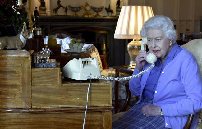 Hoàng gia chính thức lên tiếng về thông tin Nữ hoàng Anh nghi nhiễm Covid-19 và lời nói dối trắng trợn của Meghan Markle với gia đình chồng - Ảnh 2.
