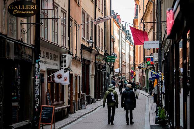 Cách một cây cầu nhưng cách chống Covid-19 của Thụy Điển và Đan Mạch trái ngược: Bên thì đóng kín, bên còn lại ồn ào tấp nập - Ảnh 3.