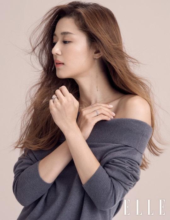 Từng là tam giác cân bất phân thắng bại của Kbiz thế nhưng chỉ sau 1 năm Song Hye Kyo lại lép vế hoàn toàn trước Kim Tae Hee và Jun Ji Hyun ở điểm này - ảnh 14