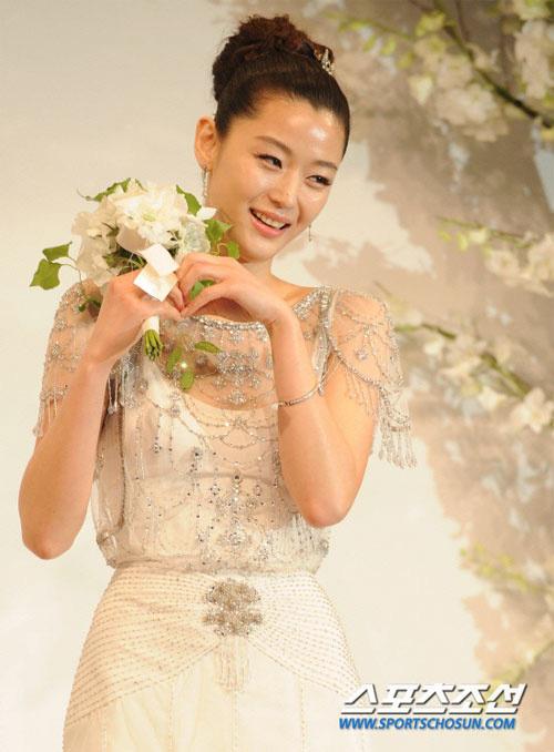 Từng là tam giác cân bất phân thắng bại của Kbiz thế nhưng chỉ sau 1 năm Song Hye Kyo lại lép vế hoàn toàn trước Kim Tae Hee và Jun Ji Hyun ở điểm này - ảnh 7