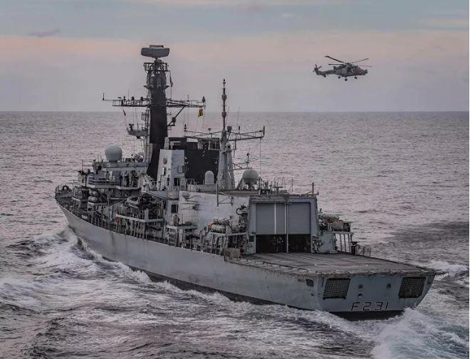 7 chiến hạm Nga bị Hải quân Anh bám đuôi, báo Nga mỉa mai: Họ điều con tàu gỉ sét theo dõi chúng tôi - Ảnh 3.