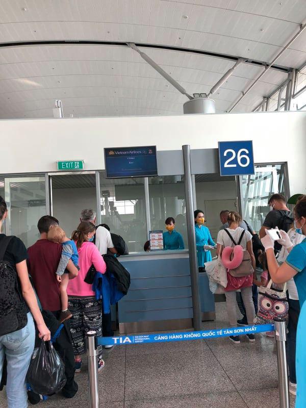 Hình ảnh đầu tiên về chuyến bay do tỷ phú Phạm Nhật Vượng tài trợ đón người Việt từ Ukraine giữa đại dịch Covid-19 - Ảnh 5.