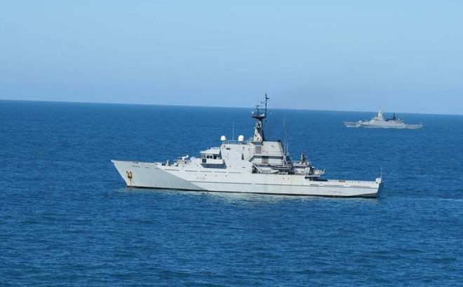 7 chiến hạm Nga bị Hải quân Anh bám đuôi, báo Nga mỉa mai: Họ điều con tàu gỉ sét theo dõi chúng tôi - Ảnh 1.