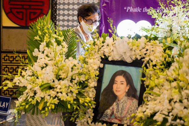 Tang lễ diễn viên Mai Phương diễn ra lặng lẽ, gia đình bạn bè không nén nổi nước mắt - ảnh 1