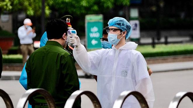 Bệnh viện Xanh-pôn cách ly 1 khoa vì BN 175 đến thăm con, Chủ tịch Chung báo cáo Thủ tướng BV Bạch Mai có 20 người dương tính Covid-19 - Ảnh 1.