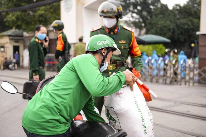 Việt Nam có 179 ca mắc Covid-19, ổ dịch SARS-CoV-2 tại Bệnh viện Bạch Mai lây lan từ đâu? - Ảnh 3.