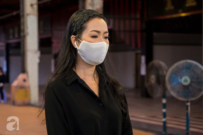 Tang lễ diễn viên Mai Phương diễn ra lặng lẽ, gia đình bạn bè không nén nổi nước mắt - ảnh 4