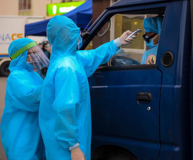 Việt Nam có 179 ca mắc Covid-19, ổ dịch SARS-CoV-2 tại Bệnh viện Bạch Mai lây lan từ đâu? - Ảnh 6.