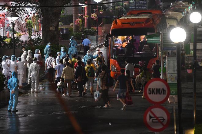 Việt Nam có 179 ca mắc Covid-19, ổ dịch SARS-CoV-2 tại Bệnh viện Bạch Mai lây lan từ đâu? - Ảnh 8.