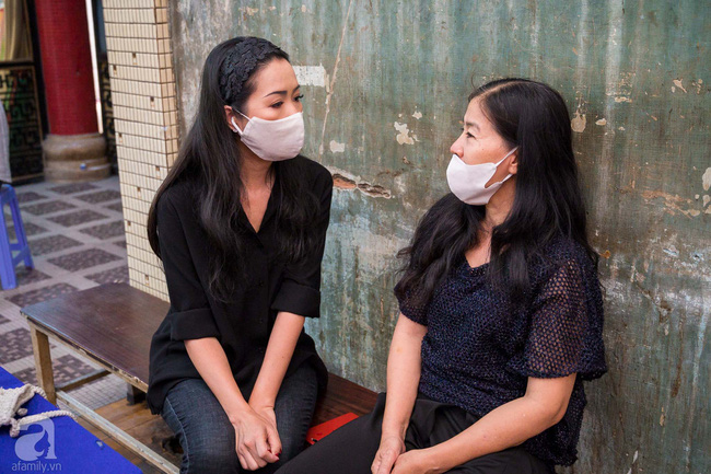 Tang lễ diễn viên Mai Phương diễn ra lặng lẽ, gia đình bạn bè không nén nổi nước mắt - ảnh 10