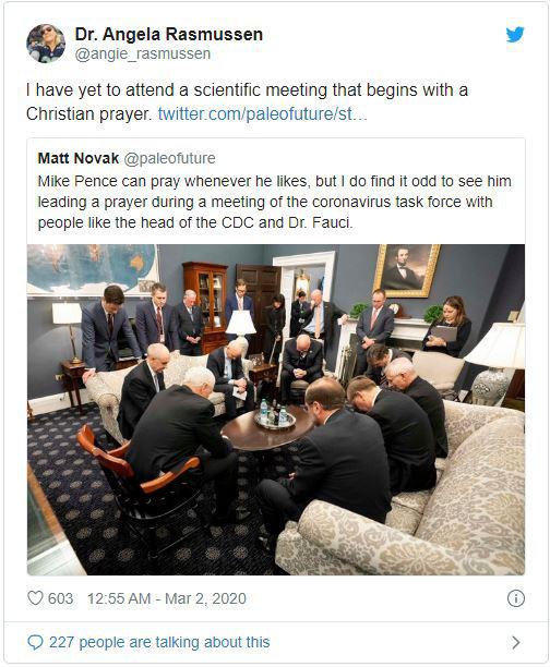 Mỹ: Hình ảnh Phó TT Pence và ban chỉ đạo chống dịch COVID-19 cầu nguyện trước buổi họp khiến dư luận dậy sóng - Ảnh 2.