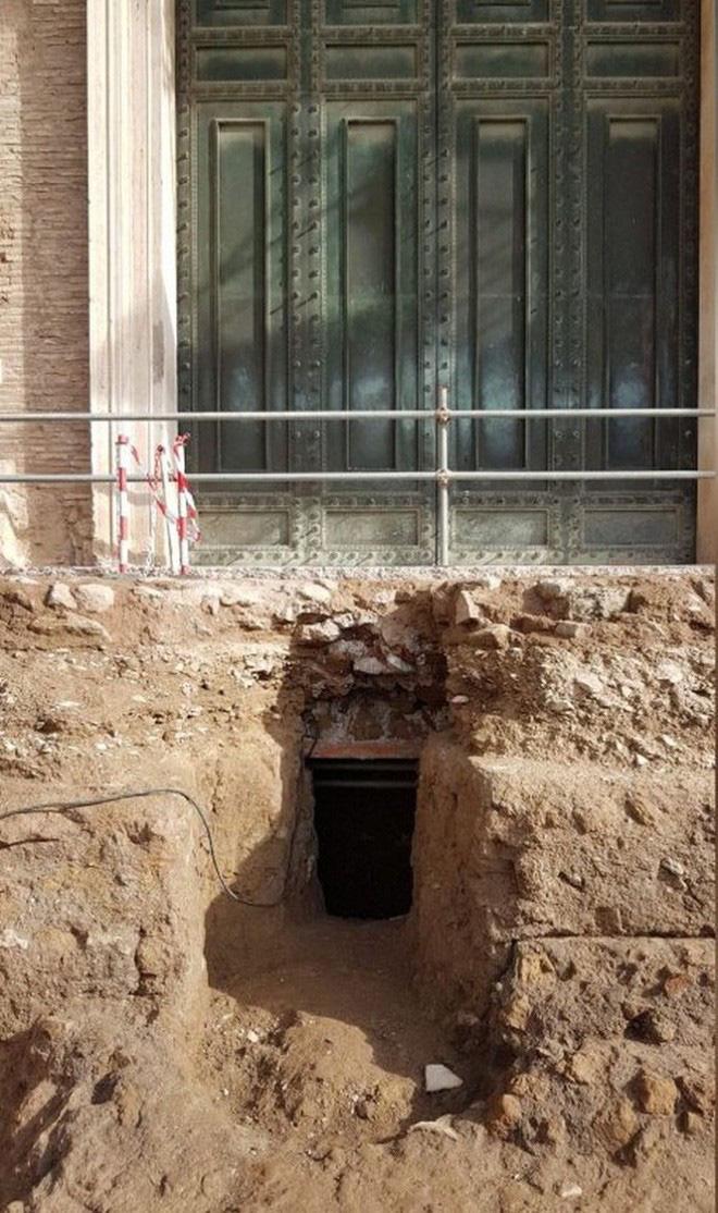 Dùng công nghệ quét laser 3D, phát hiện mộ cổ 2600 tuổi của vị hoàng đế được loài sói nuôi dưỡng trong thần thoại La Mã - Ảnh 1.