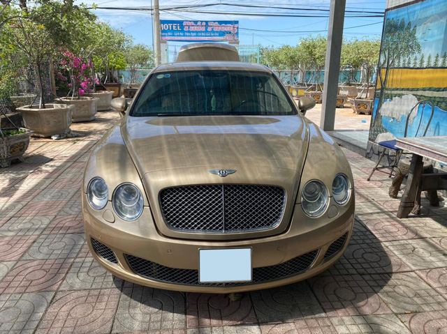 Bentley hết thời bán giá 1,9 tỷ đồng - Khi xe siêu sang rẻ ngang 2 xe cỏ - Ảnh 1.