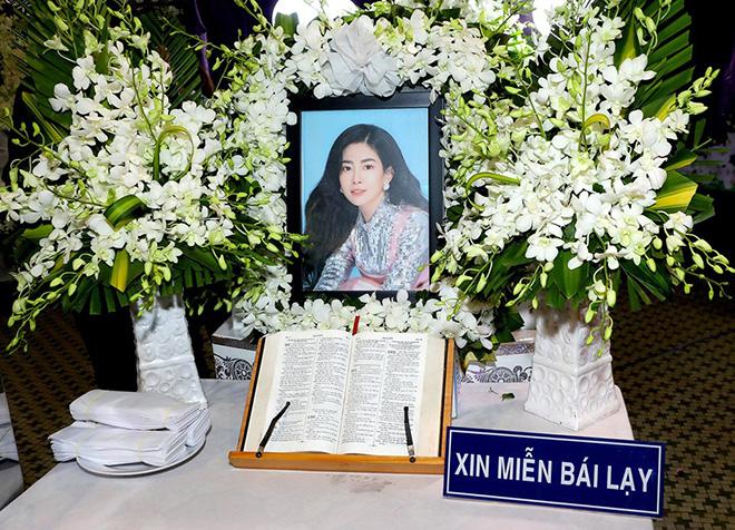 Đồng nghiệp buồn bã, bật khóc gửi lời tiễn biệt Mai Phương lần cuối - Ảnh 1.