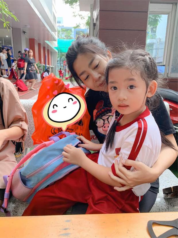 Hình ảnh Mai Phương sau đợt bệnh trở nặng vẫn cố đưa con đi khiến nhiều người xót xa - ảnh 1