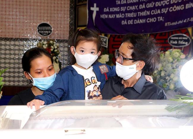 Hình ảnh Mai Phương sau đợt bệnh trở nặng vẫn cố đưa con đi khiến nhiều người xót xa - ảnh 2