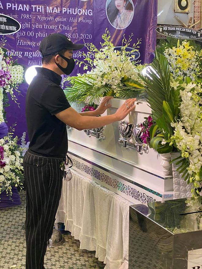 Đồng nghiệp buồn bã, bật khóc gửi lời tiễn biệt Mai Phương lần cuối - Ảnh 2.