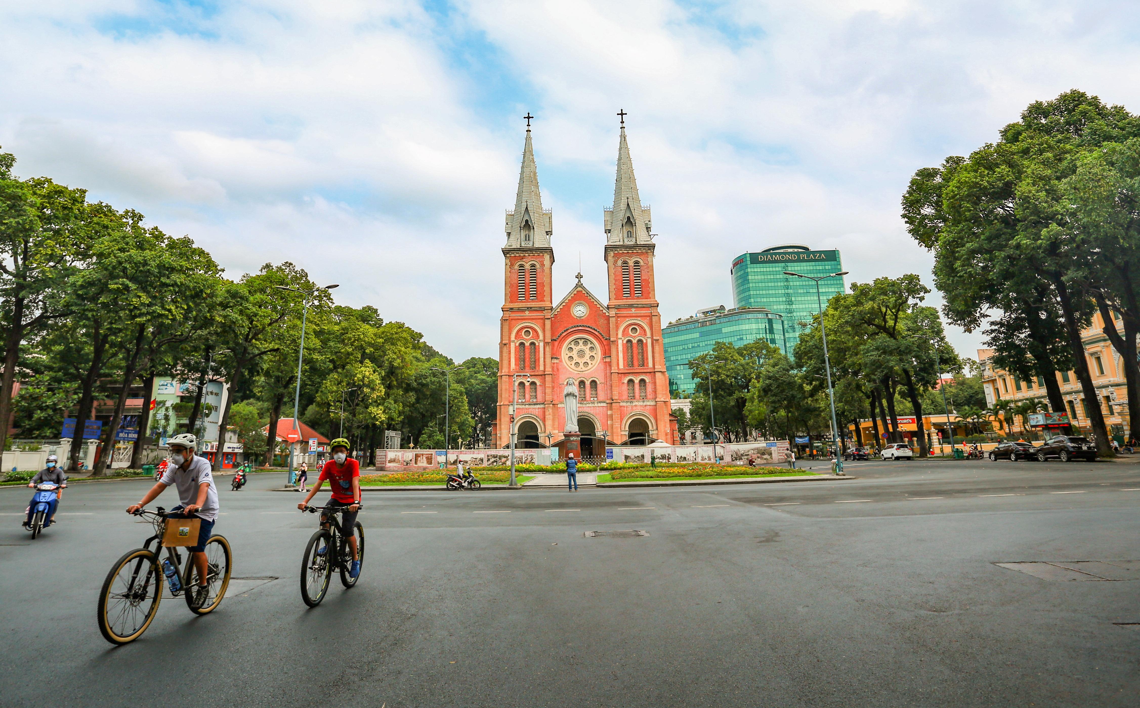 Ngắm Sài Gòn đẹp và yên bình trước thời điểm cách ly toàn xã hội trong 15 ngày