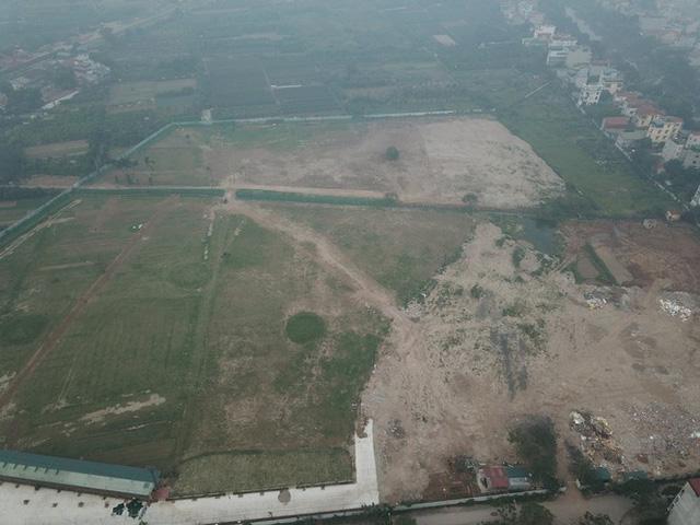Cưỡng chế sân tập golf khủng mọc trên đất dự án ở Hà Nội - Ảnh 1.