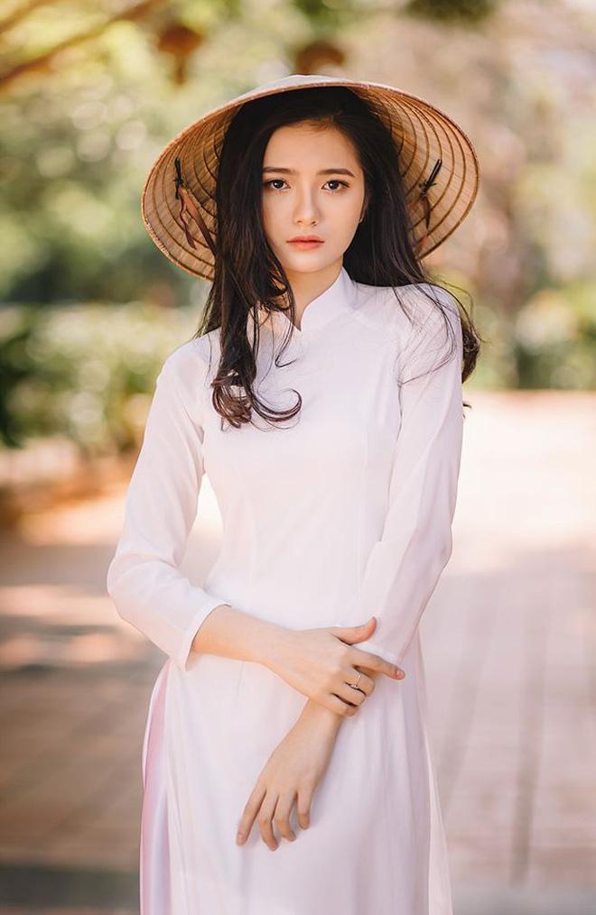 Nữ sinh Dược gây thương nhớ với loạt ảnh áo dài trắng: Crush quốc dân là đây chứ đâu! - Ảnh 2.
