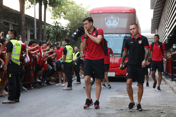 Người hâm mộ Muangthong United công khai kêu gọi đưa Văn Lâm lên băng ghế dự bị sau khi đội nhà sạch lưới 2 trận - Ảnh 1.