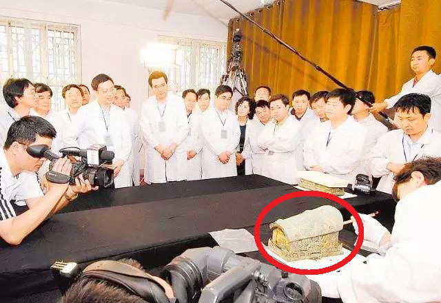 Phát hiện quan tài vàng ở Trung Quốc, vì sao hơn một thập kỷ các nhà khoa học chưa dám mở? - Ảnh 2.