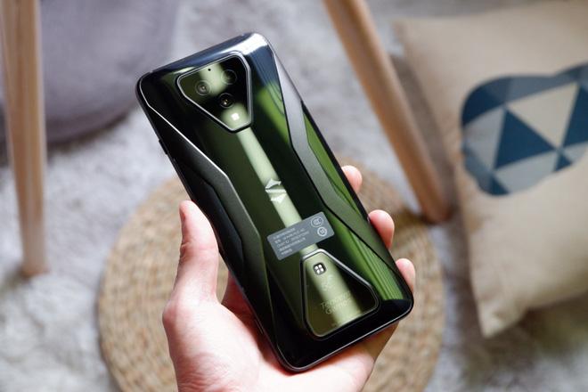 Trên tay Black Shark 3: Siêu phẩm smartphone chơi game của Xiaomi - Ảnh 4.