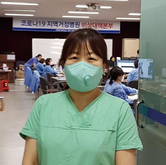 Tâm sự tha thiết của y tá tại tâm dịch Daegu: Đổ máu mũi vì làm việc quá sức, không dám thân thiết với đồng nghiệp - Ảnh 3.