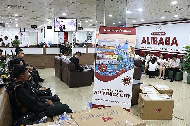 Bắt giam 13 thuộc cấp tiếp tay cho CEO Alibaba Nguyễn Thái Luyện vẽ đất ma bán cho hàng nghìn khách hàng - Ảnh 1.