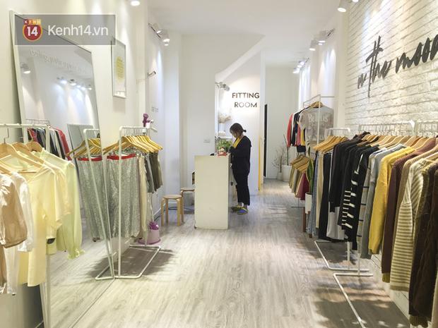 """Corona - """"cô đơn quá"""" vì shop """"ế"""" khách lắm rồi: Thời trang cũng xin được giải cứu, chuyển hướng kinh doanh vì không thể ngồi yên nhìn lỗ vốn - Ảnh 1."""