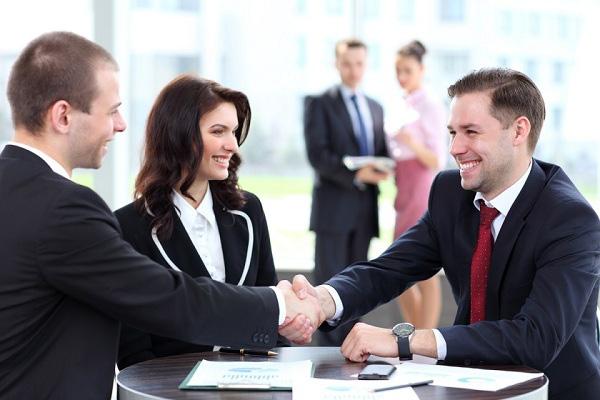 Bị từ chối mua quảng cáo, chàng trai ngày nào cũng làm 1 việc, 30 ngày sau, khách hàng phải cúi đầu cảm ơn và ký hợp đồng - Ảnh 1.