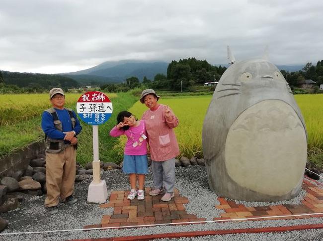 Mê phim hoạt hình Totoro, đôi vợ chồng già cặm cụi làm trạm xe bus độc nhất vô nhị, khách thi nhau tìm đến chụp ảnh - Ảnh 11.