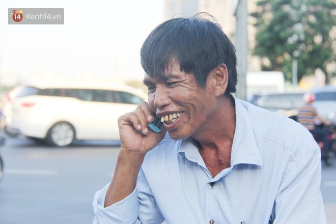 Đằng sau câu chuyện người đàn ông nghèo bật khóc khi bị CSGT tịch thu xích lô: Mấy chú góp tiền để tui mua chiếc xe máy, tui biết ơn dữ lắm!  - Ảnh 4.