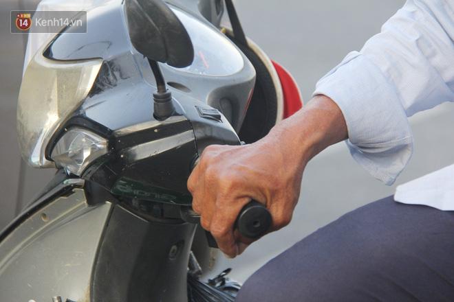 Đằng sau câu chuyện người đàn ông nghèo bật khóc khi bị CSGT tịch thu xích lô: Mấy chú góp tiền để tui mua chiếc xe máy, tui biết ơn dữ lắm!  - Ảnh 7.
