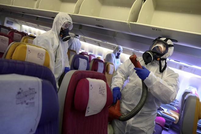 Làm thế nào để phòng tránh lây nhiễm virus corona khi đi máy bay? - Ảnh 1.