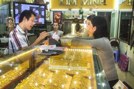 Giá vàng chạm ngưỡng 1.700 USD/ounce - Ảnh 1.