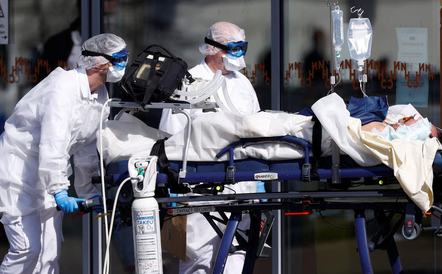 """Tâm sự nhói lòng của bác sĩ Pháp: Muốn khóc cũng không được và tiếng gào """"Làm ơn"""" thất thanh của bệnh nhân Covid-19"""