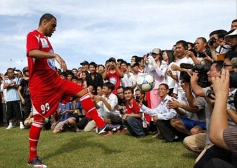 CLB V.League gây sốc khi chiêu mộ nhà vô địch World Cup rồi nhận về cái kết đắng lòng - Ảnh 3.