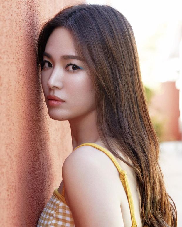 Bộ ảnh mới khoe gây bão của Song Hye Kyo: U40 mà trẻ đẹp mơn mởn như gái đôi mươi, body hậu ly hôn lột xác bất ngờ - Ảnh 1.