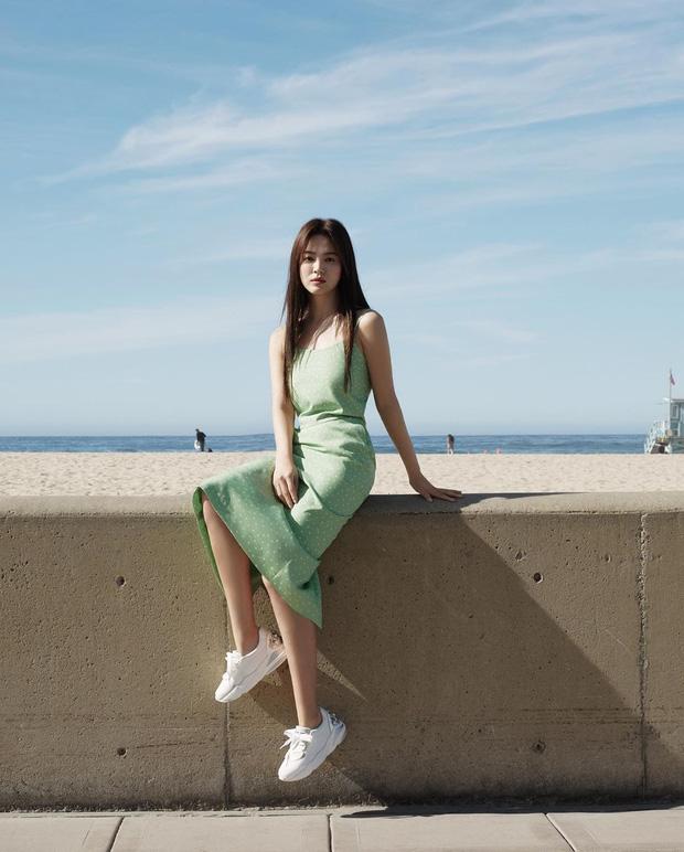 Bộ ảnh mới khoe gây bão của Song Hye Kyo: U40 mà trẻ đẹp mơn mởn như gái đôi mươi, body hậu ly hôn lột xác bất ngờ - Ảnh 2.