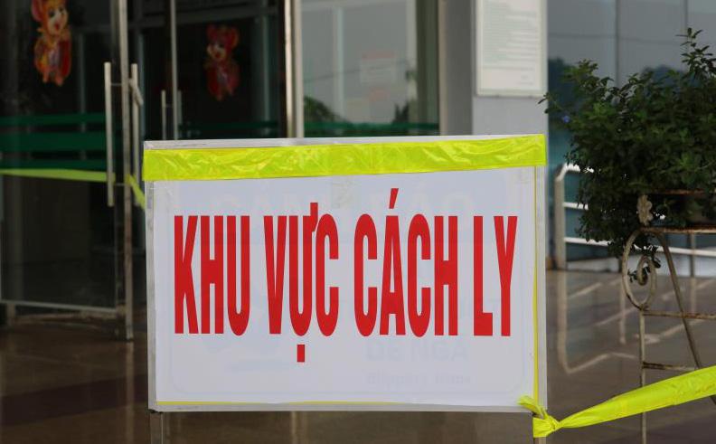 Bệnh viện ở Vĩnh Phúc phải cách ly 12 y bác sĩ liên quan đến ca nhiễm Covid-19 tại Mê Linh