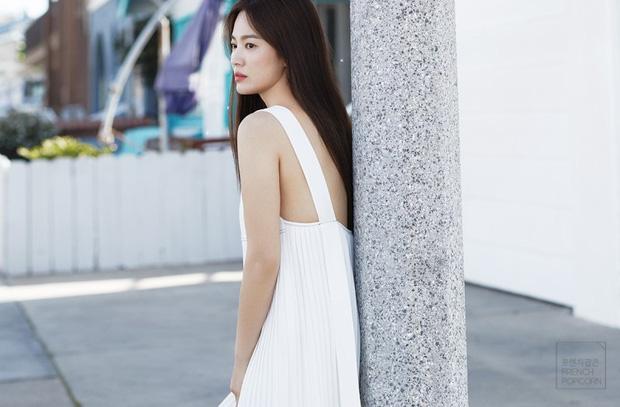 Bộ ảnh mới khoe gây bão của Song Hye Kyo: U40 mà trẻ đẹp mơn mởn như gái đôi mươi, body hậu ly hôn lột xác bất ngờ - Ảnh 4.