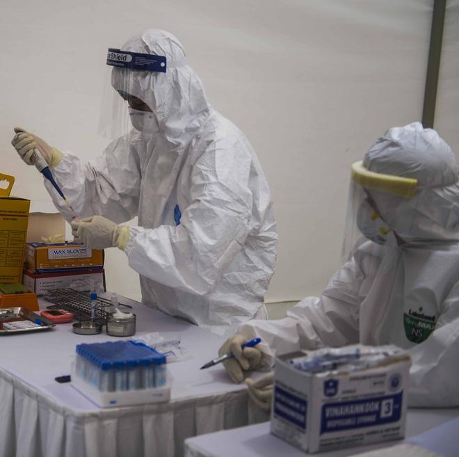 Phó giám đốc CDC Hà Nội: 3 người test nhanh dương tính, xét nghiệm lại âm tính là chuyện bình thường - Ảnh 1.